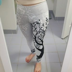 cfc99912d38 Noli Yoga Tree of Life Legging - Silver, NWOT
